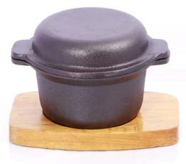 Cast Iron Garlic Prawn Dish with Wooden Base- 10.5cm x 5.5cm